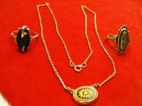 Jabberjewelry.com Vintage Avon Necklace & 2 Rings Set