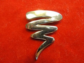 Jabberjewelry.com Vintage Squiggle Line Pin